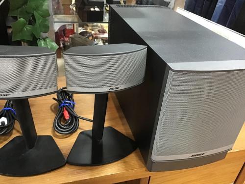 オーディオ機器のサラウンドシステム