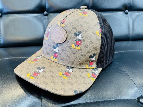 レディースファッションの帽子