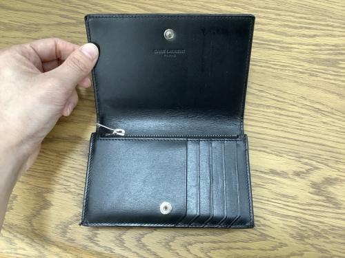 2つ折り財布のSaint Laurent Paris