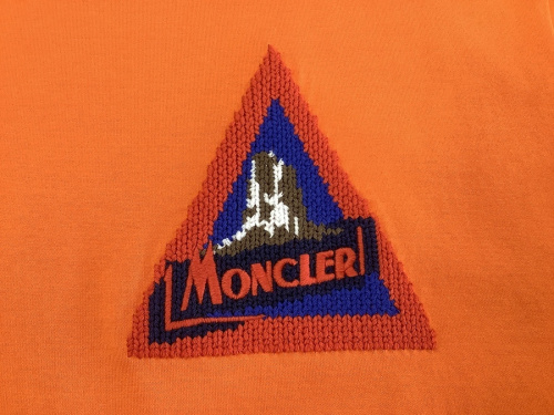 CHANELのMONCLER