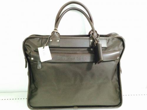 ブリーフケースのバッグ