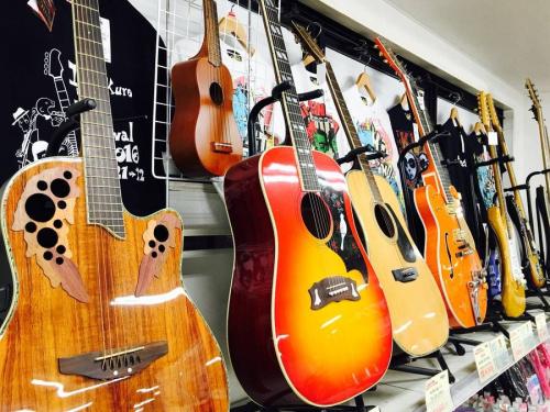 エレアコギターのovation
