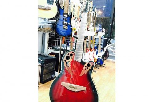 上板橋楽器のエレアコギター