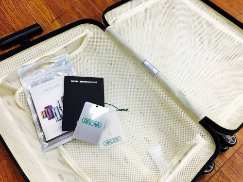 スーツケースのバッグ