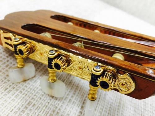 ASTURIASのギター