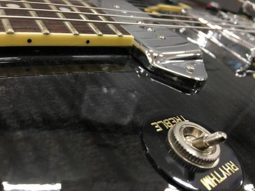 セミアコのエレキギター