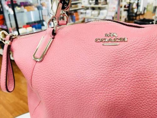 レディースファッションのカジュアルバッグ