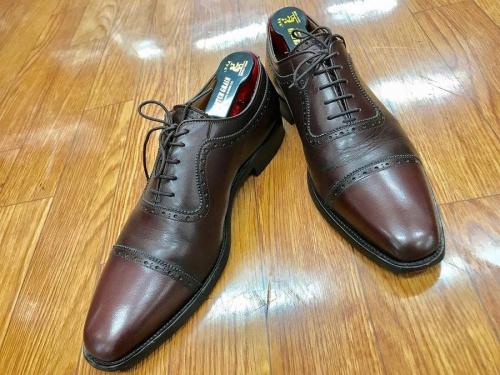 ストレートチップシューズの革靴