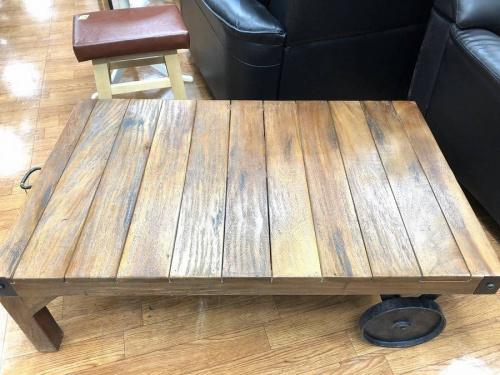 テーブルのトロリーテーブル