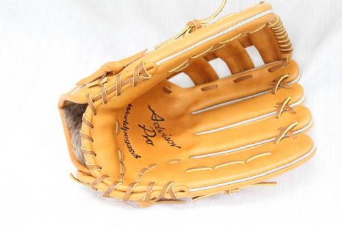 野球の硬式用グローブ