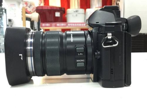 ミラーレスカメラのデジタルカメラ