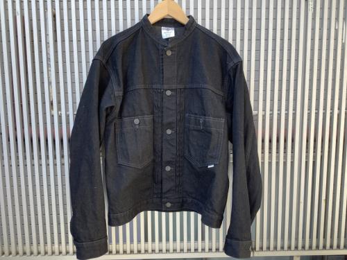 ジャケットのスタンドカラーデニムジャケット