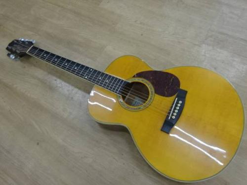 ギターのTakamine