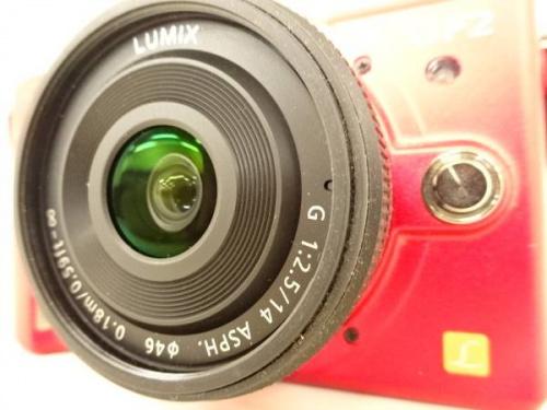 デジタル家電のミラーレス一眼レフカメラ