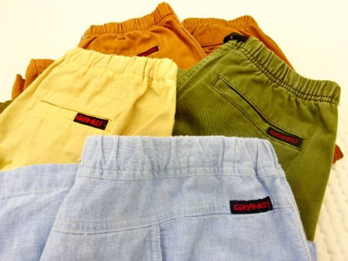 ファッションのパンツ