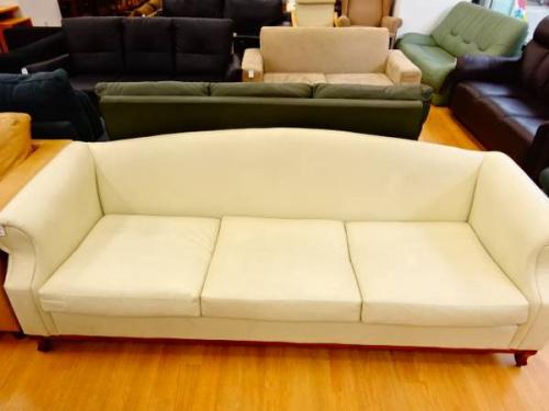 中古家具のソファ