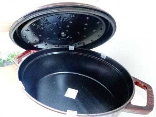 キッチン雑貨の鍋 Staub