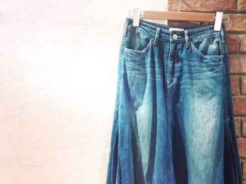 ボトムスのスカート