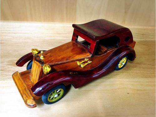 ミニカーの木製