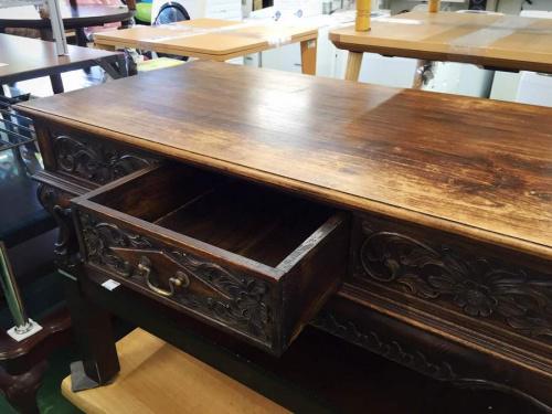 ローテーブルのブラウン