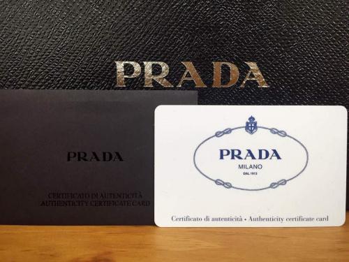 ブラックのプラダ(PRADA)