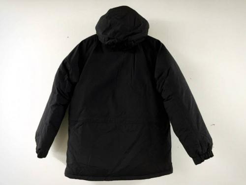 ブラックのダウンジャケット