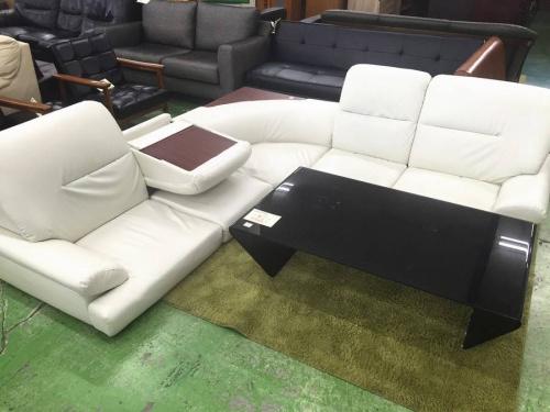 ホワイトのコーナーソファー