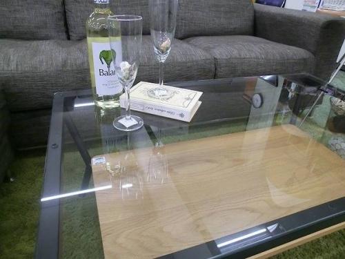 テーブルのブラック