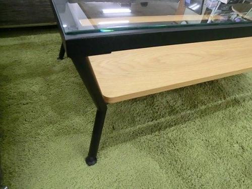 ブラックのガラステーブル