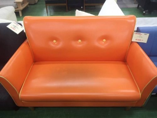 ソファーのオレンジ