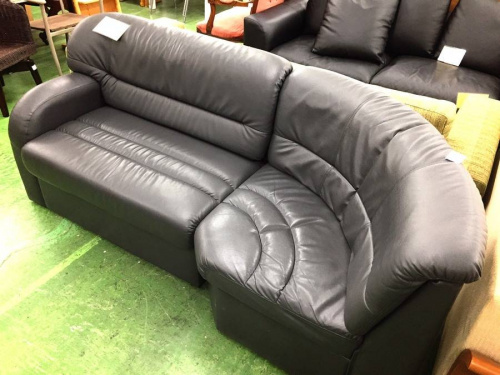 ソファーのブラック