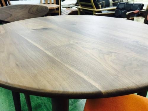 ダイニングテーブルのカフェテーブル