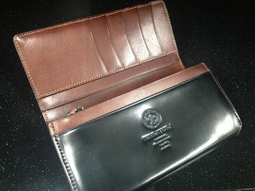 レザーの長財布