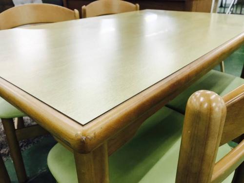 ダイニングテーブルのkarimoku