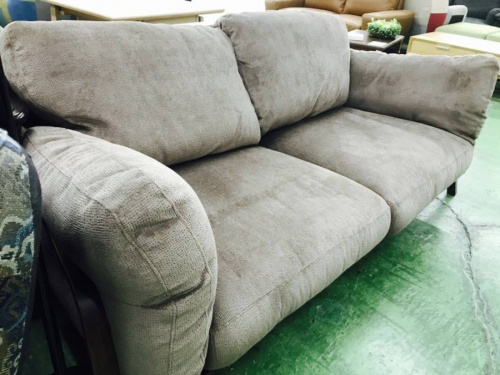 ORISの2人掛けソファ