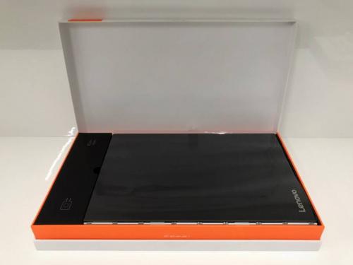 タブレットのノートパソコン