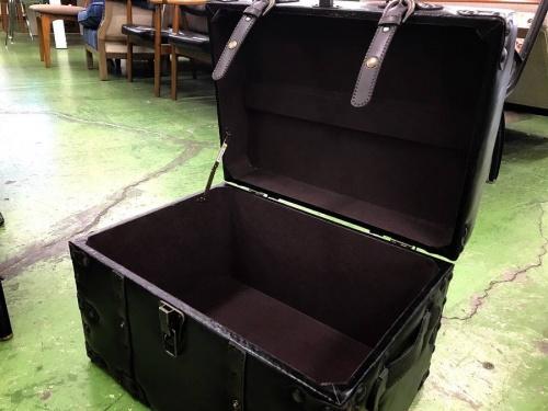 収納ボックスのチェア