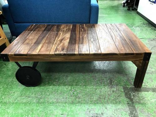 インテリアのテーブル