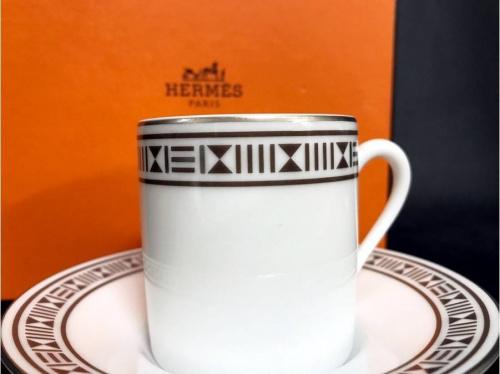 ブランド・ラグジュアリーのカップ&ソーサー