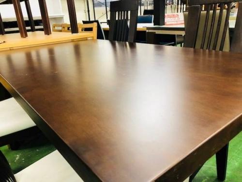 ダイニングテーブルの生活家具