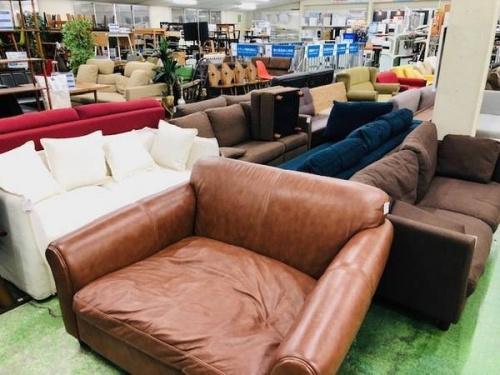 大型家具の4人掛けソファー