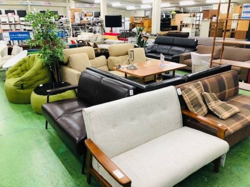 4人掛けソファーの生活家具