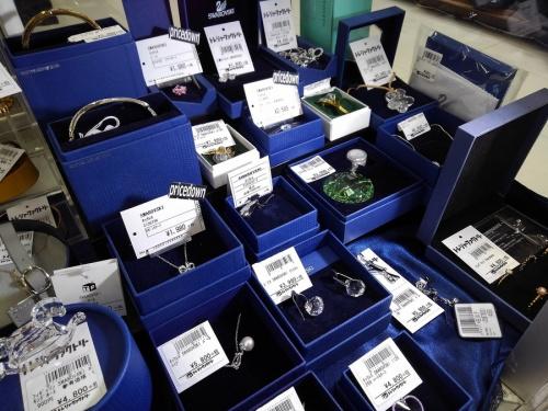アクセサリー 洋食器 和食器 タオル 贈答品 処分 買取のガラス 置物
