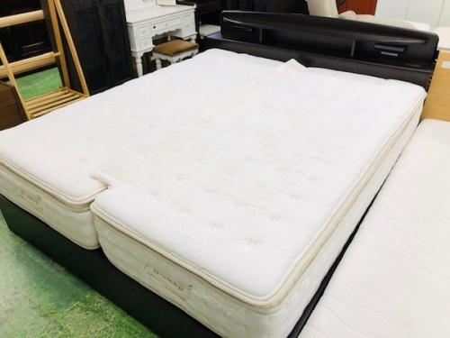 家具のクイーンベッド