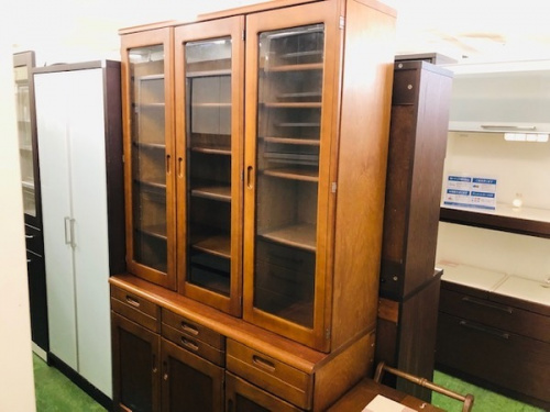 家具のカップボード 食器棚