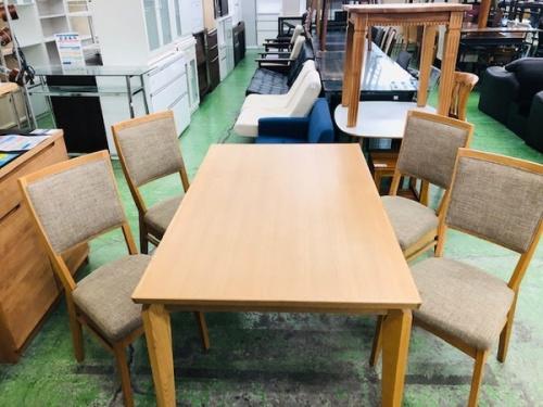 テーブルの大塚家具製造販売株式会社
