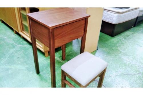 家具のドレッサー