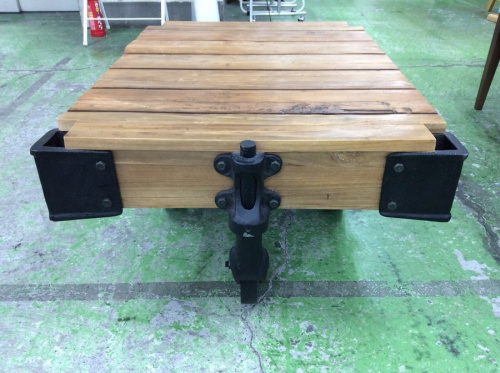 テーブルのギルドドーリーテーブル