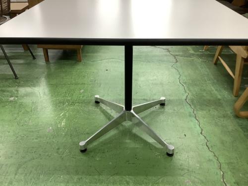 コントラクトベーステーブルのHerman Miller