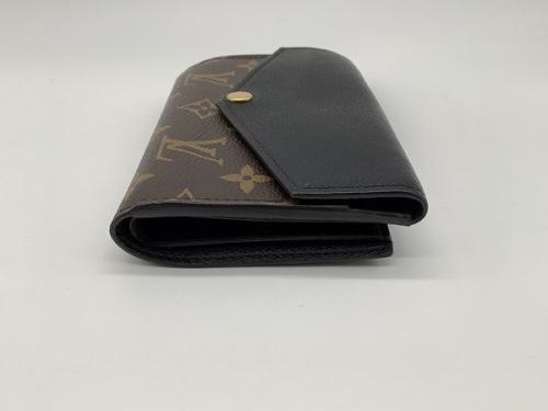 三つ折り財布のモノグラム